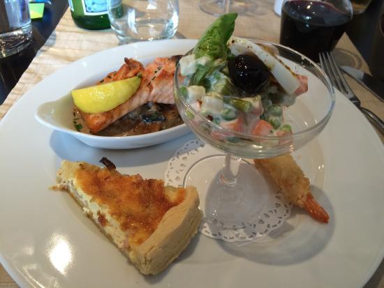 Belle assiette de poisson pour ce midi saumon grosse for Salade pour accompagner poisson