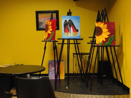 Colleyville, Техас: Paint And Sip With Friends