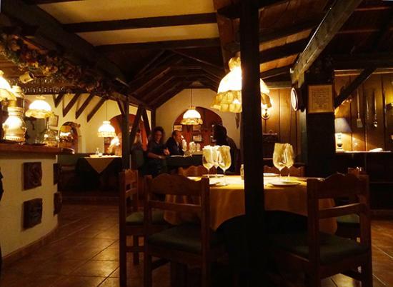 Los Realejos, สเปน: Blick in den Gastraum. Links das Buffet. (sehr leise)