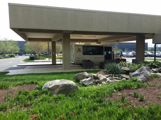 Washington Dulles Airport Marriott: Hotel Shuttle