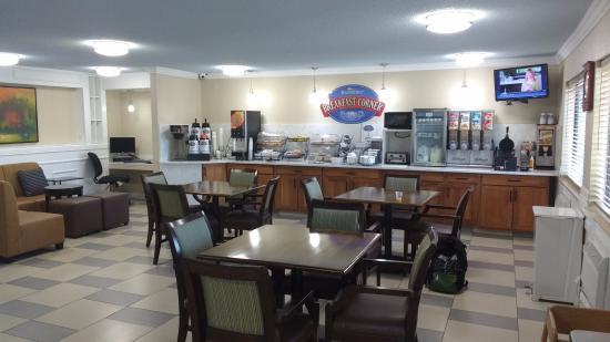 Baymont Inn & Suites Ames: Breakfast area