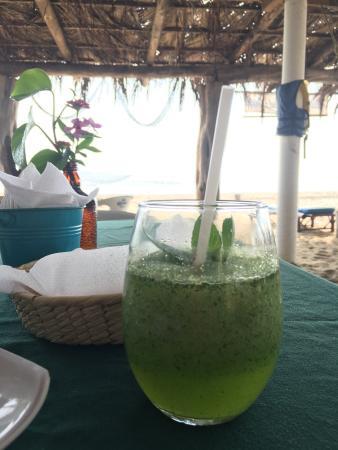Playa Blanca, México: Un mojito y una fantástica compañía= The Best