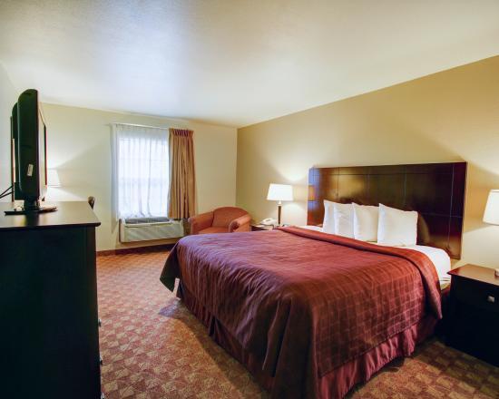 Quality Inn Bastrop: King Bedroom