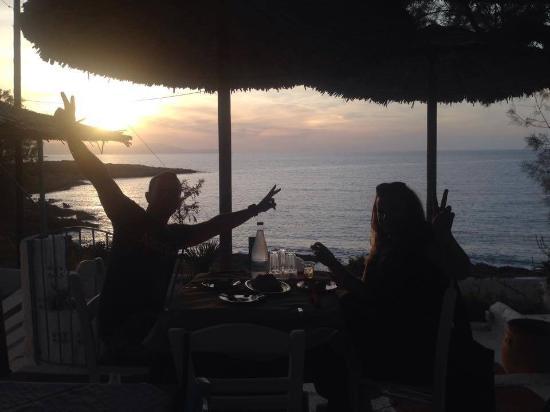 Kalathas, Grecia: τελειο ηλιοβασιλεμα  ...οι επισκεπτες τρελενονται να βγαζουν φωτο