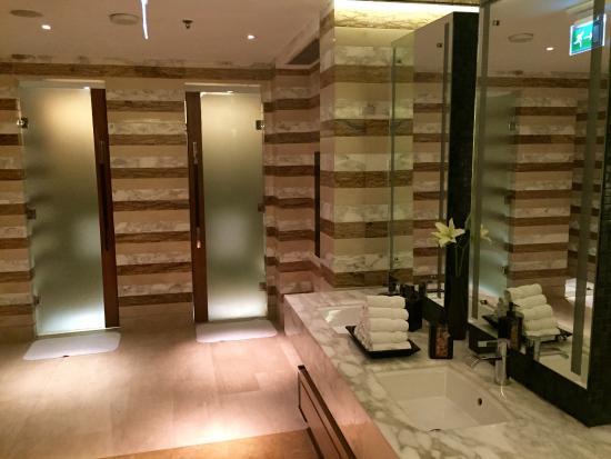Gym bathroom picture of jw marriott hotel new delhi