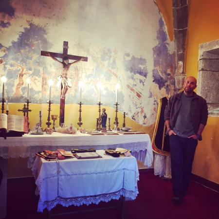 Pola de Somiedo, España: Owner Manuel in the family chapel and a delicious local speciality cake which was served to us o