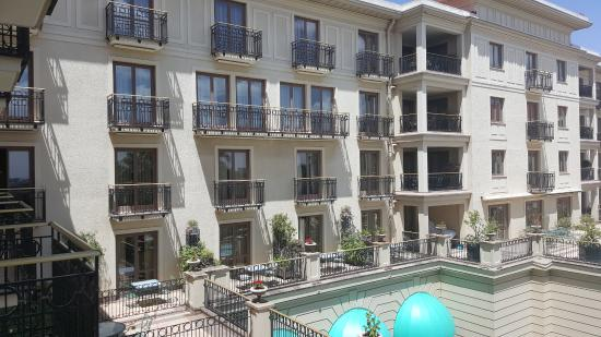 Sheraton Addis, a Luxury Collection Hotel: Elegant Architecture