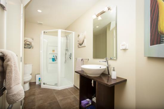 Snells Beach, Nueva Zelanda: Matakana Suite - Bathroom