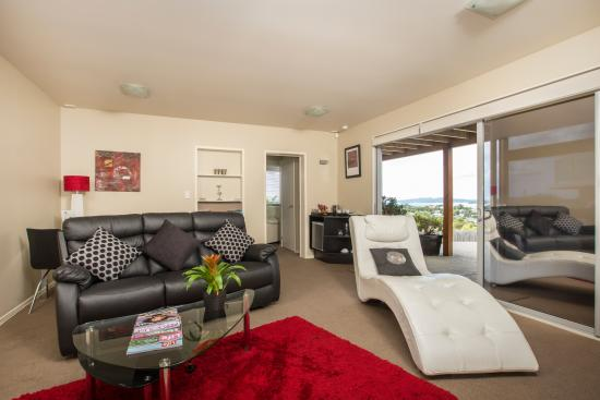 Snells Beach, Nueva Zelanda: Matakana Suite - Living Room