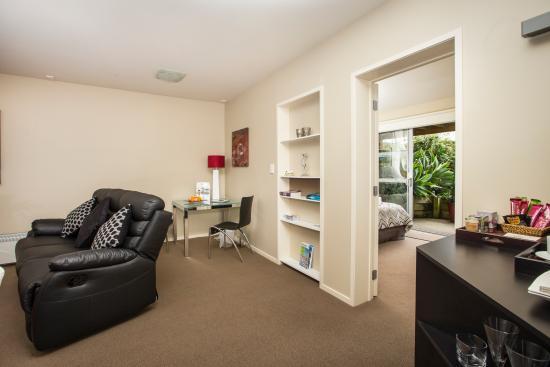 Snells Beach, Nueva Zelanda: Matakana Suite Living Room/Bedroom