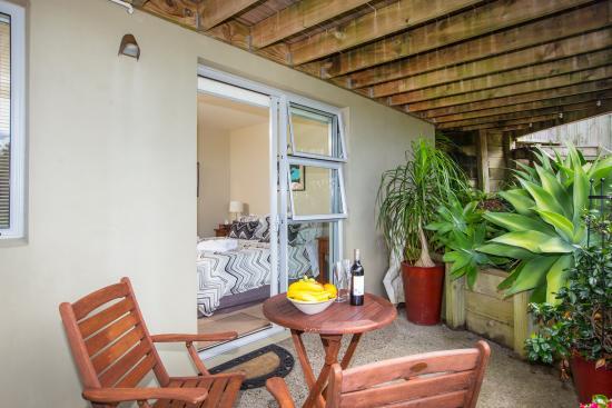Snells Beach, Nueva Zelanda: Matakana Suite - Terrace/Bedroom