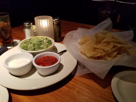Charleston's Restaurant: Spinach and Artichoke dip