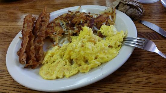 Wonderful Wanda's: Crispy bacon, burned hash-browns, undercooked eggs.