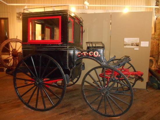 Jefferson Museum of Art & History: Gurney Cab exhibit