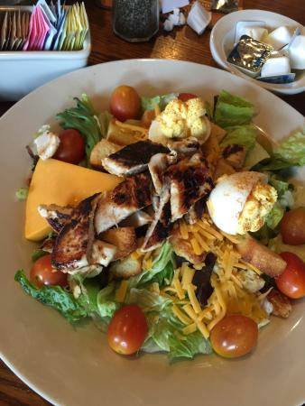 Cracker Barrel Old Country Store and Restaurant: Grilled chicken salad