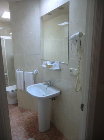 Hotel Del Mar: wc espaçoso e condições boas