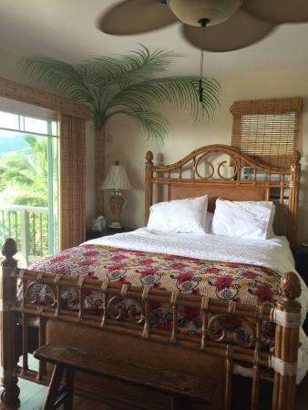 Marjorie's Kauai Inn: Valley View room queen bed