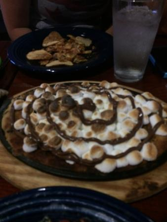 Greer, Carolina Selatan: Smores with marshmellows and hazelnut swirl cookie dessert in skillet