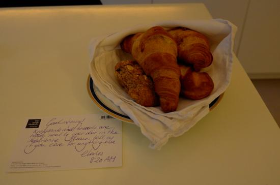 Garden Suite: Fresh bread & croissant are ready every morning