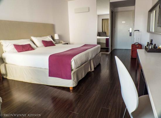 Dazzler Recoleta: Our room