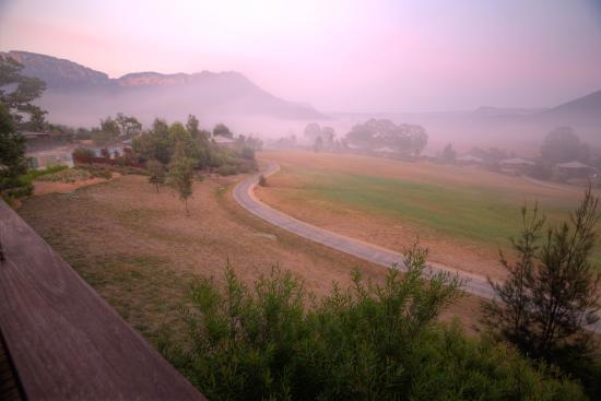Wolgan Valley, Avustralya: morning mist through the valley