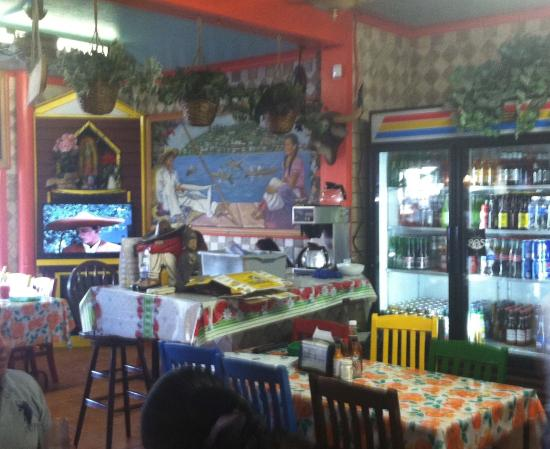 El Lugarcito Restaurant: the inner dining area