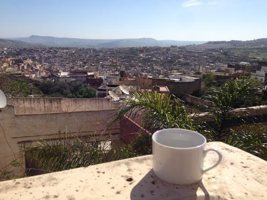 Riad Les Oudayas: Petit déjeuner sur la terrasse...