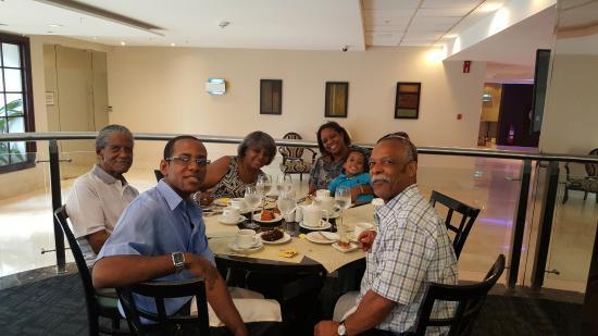 Sheraton Panama City: Restaurante con la familia