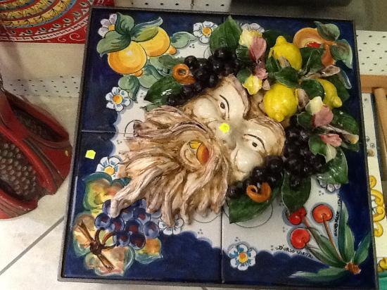 Bacco con limoni ed uva foto di ceramica durso vietri vietri sul