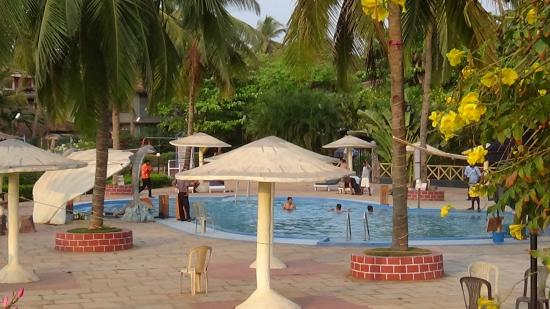 Paradise Village Beach Resort: pool
