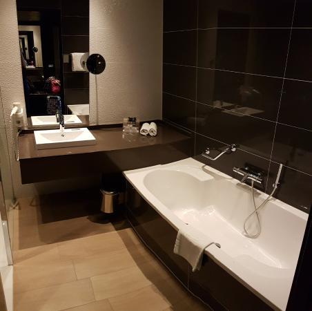 badkamer - picture of van der valk hotel almere, almere - tripadvisor, Deco ideeën