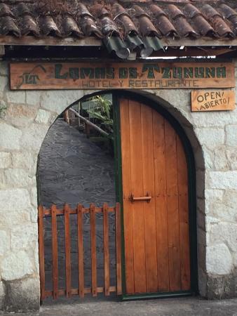 Lomas de Tzununa: ingresso hotel