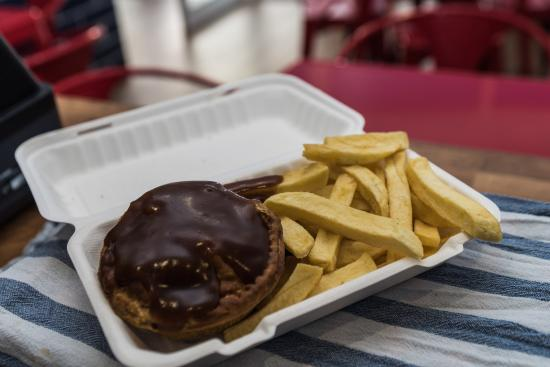 Rhosneigr, UK: Pie and Chips
