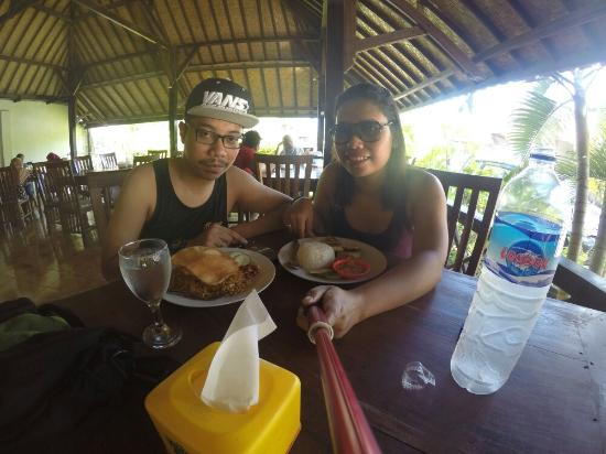 Full Moon Cafe: Lunch at kuta lombok beach..