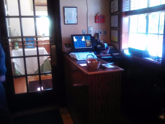 Union, NJ: Front Desk