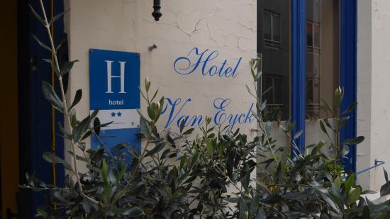Hotel Van Eyck: Entrance