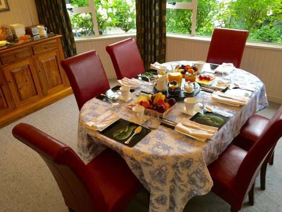 Finlay Banks Boutique Bed & Breakfast: Breakfast in the Dining Room