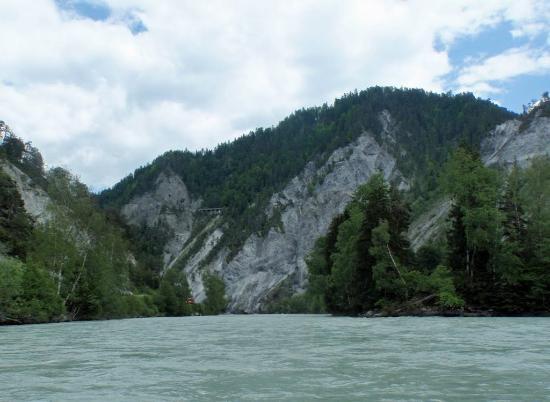 Versam, Suiza: auf dem Fluss