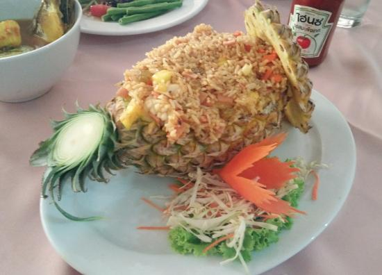 Sand Sea Resort Restaurant: ข้าวผัดแซนด์ซี..อร่อยแบบไทยฟิวชั่น