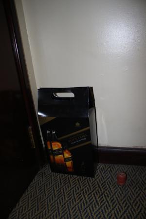 Imperial Suites Hotel: Garbage