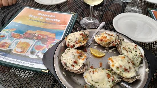 Sunset Grille: Bakes Oysters ... bacon, cheese, crab spinach dip