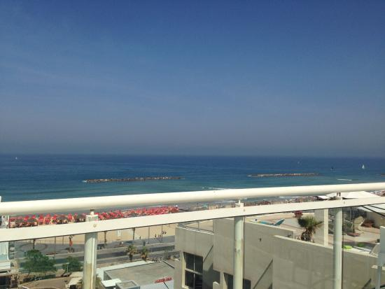 The Lusky – Great Small Hotel: Вид на море с террасы на крыше отеля