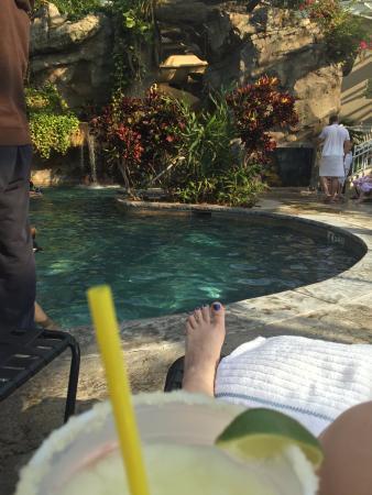 ฮัมบูร์ก, นิวเจอร์ซีย์: Enjoying a margarita by the pool