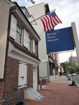 Betsy Ross Courtyard - Picture of Betsy Ross House ...