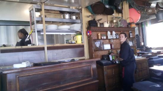Quayside Cabin : Waitress