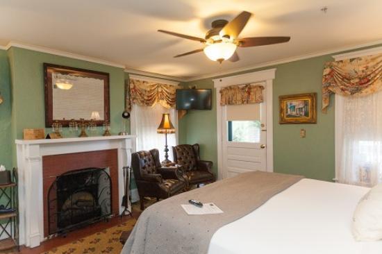 Inn On Charlotte: Flagler's room