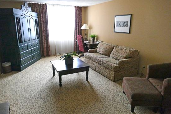 Hotel Encanto de Las Cruces: Wohnzimmer der Suite # 406
