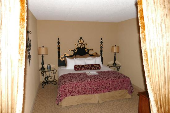 Hotel Encanto de Las Cruces: Schlafzimmer der Suite # 406