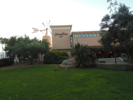 Beautiful hotel, close to the beach