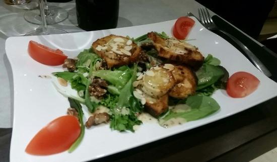 Axat, Francia: Foie gras aux pommes, Truite aigre douce, Rillette de truite, Forêt noire, Fraisier, Tortilla, A